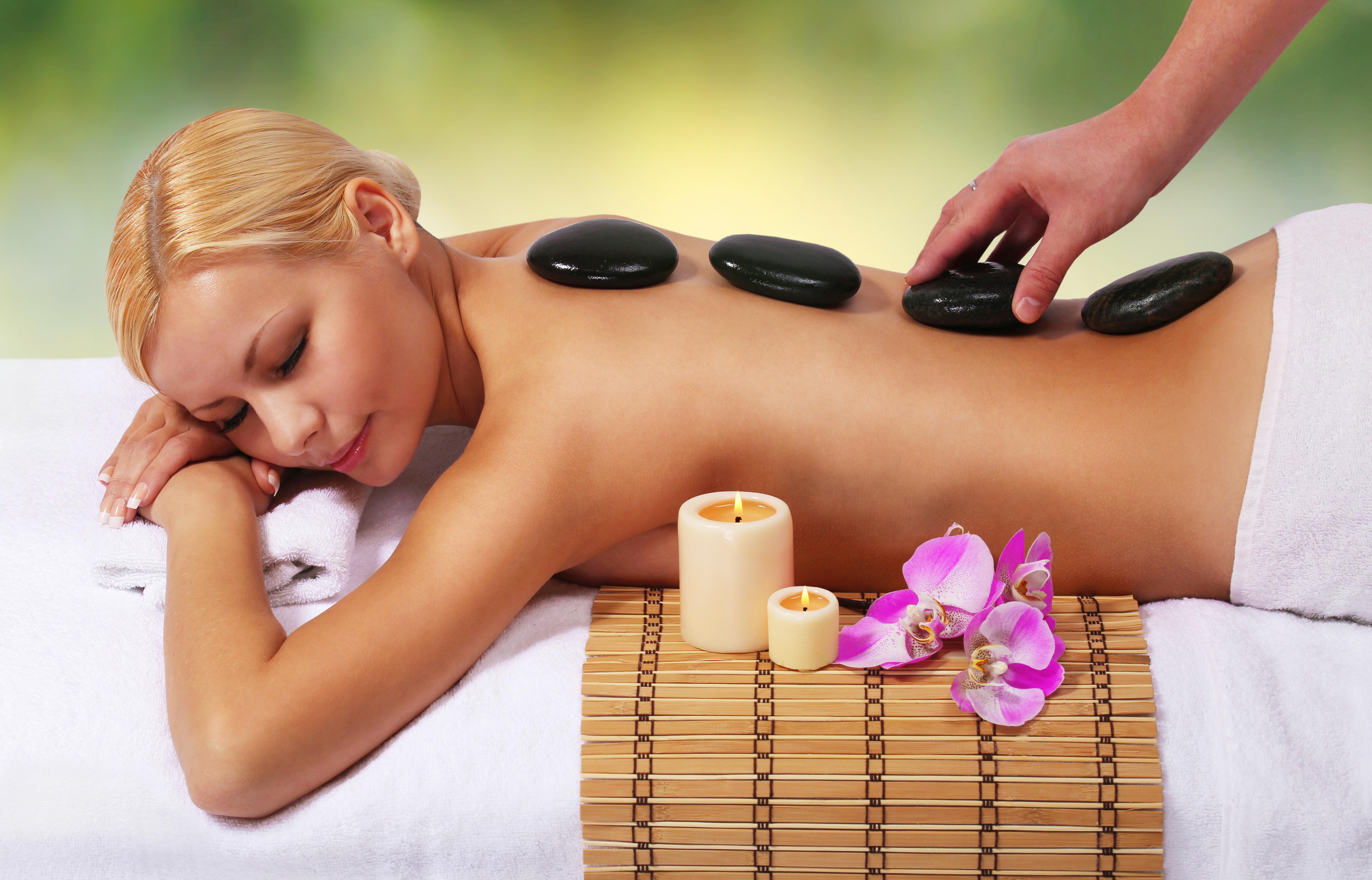 Hot-Stone Massage für Frauen