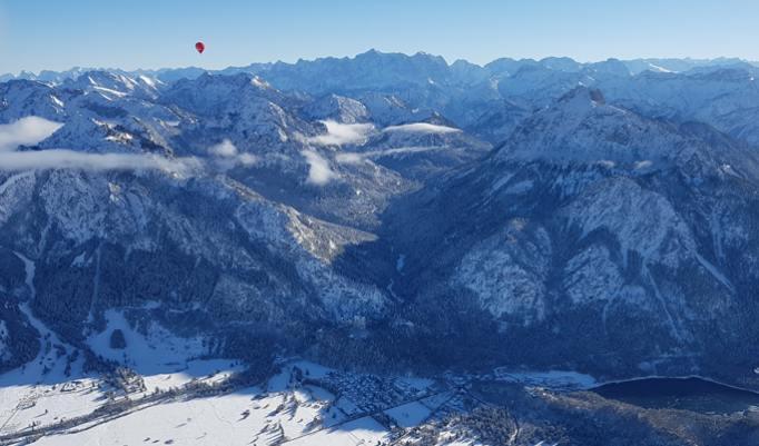 Heißluftballonfahrt in den Alpen in Reutte