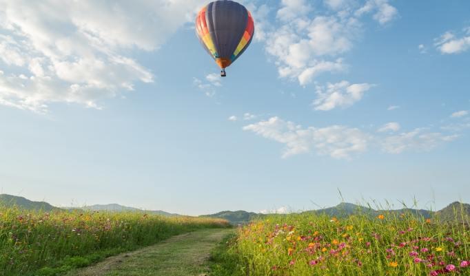 Ballonfahrt mit blauem Himmel Hainichen
