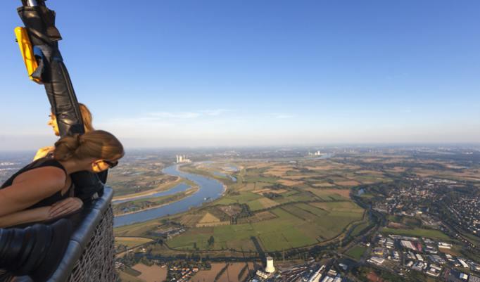 Ballonfahrt mit blauem Himmel in Königs Wusterhausen