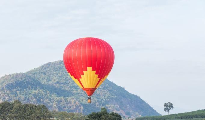 Ballonfahrt mit blauem Himmel in St. Ingbert