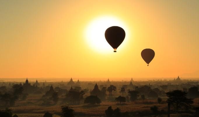 Ballonfahrt mit Abendsonne