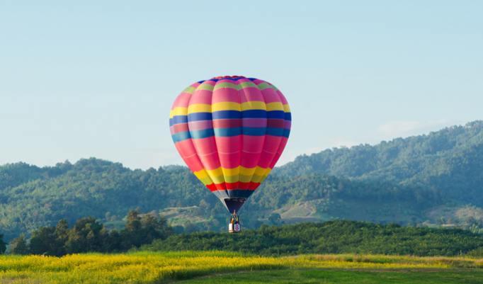 Ballonfahrt mit blauem Himmel in Kulmbach