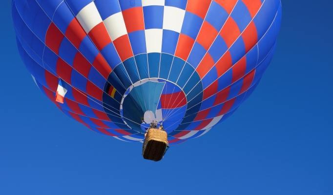 Ballonfahrt mit blauem Himmel in Fürth