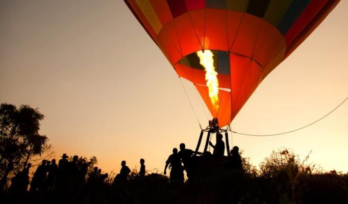 Ballonfahrt mit blauem Himmel in Güstrow