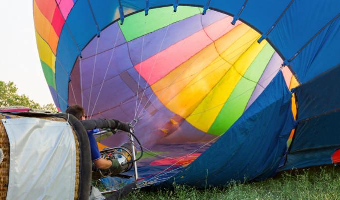 Ballonfahrt mit blauem Himmel in Wolgast