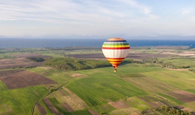 Aufsteigender Heißluftballon Lübeck