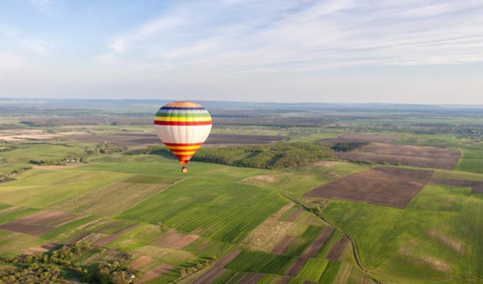 Ballonfahrt mit blauem Himmel in Schöningen