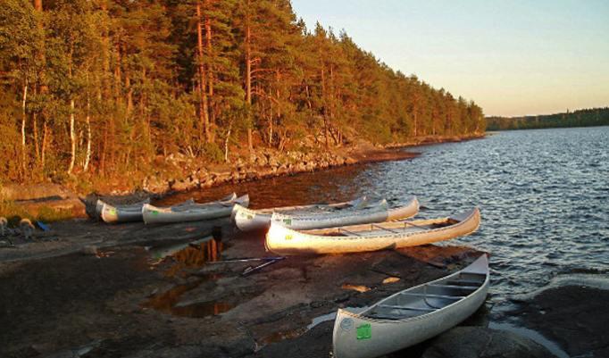Kanus beim Surival Trail
