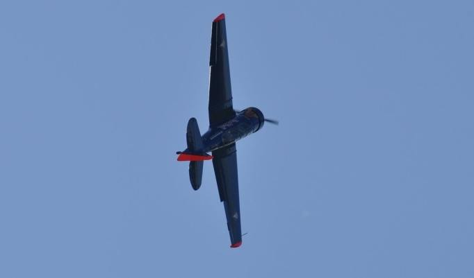 T6 Flugzeug fliegt