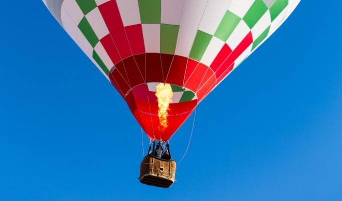 Heißluftballonfahrt für zwei Personen zur Hochzeit schenken