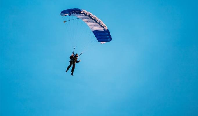 Offener Fallschirm