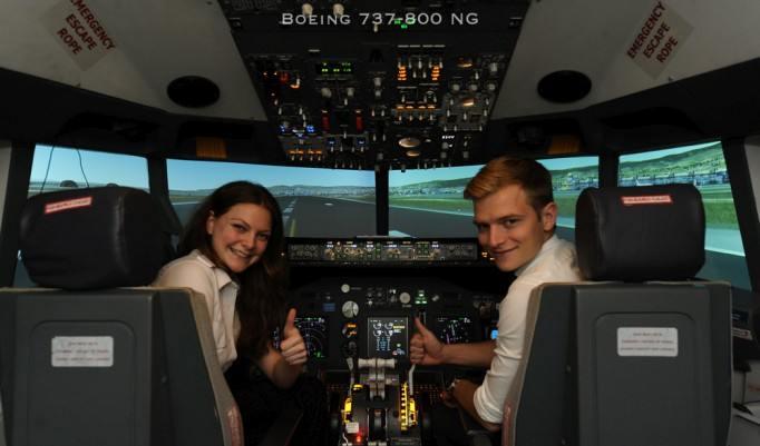 Pilotentraining und Flugsimulation in einer Boeing 737 in Berlin
