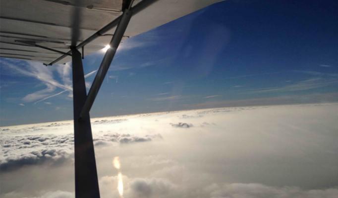 Flugzeug fliegen im Cuxland