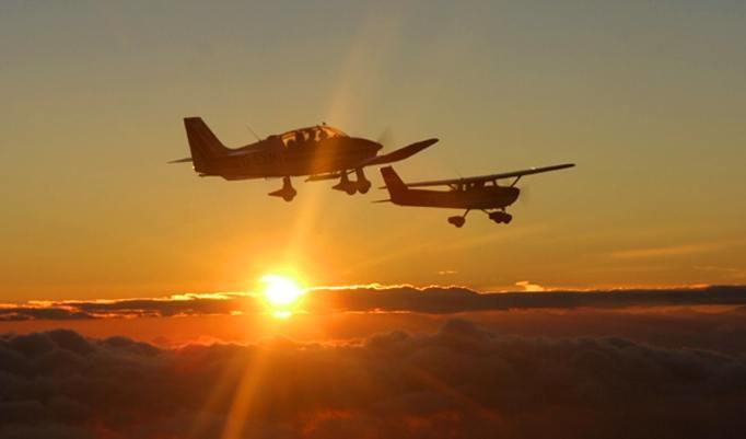 Sonnenuntergang beim Rundflug
