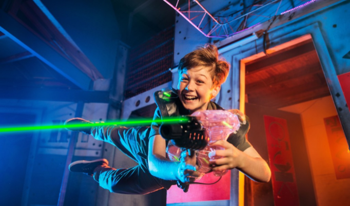 Lasertag spielen in d sseldorf fun4you for Mini putt laval exterieur