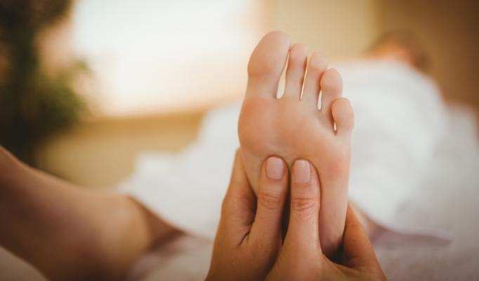 entspannende Fußmassage und Fußbad