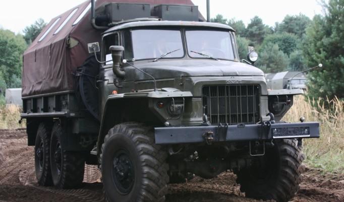 Militärtruck fahren