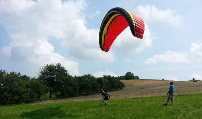 Landung beim Gleitschirm fliegen