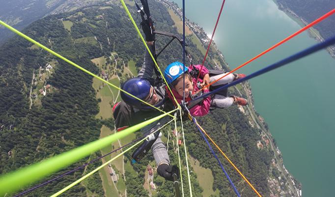 Landung nach Gleitschirm Flug in Österreich