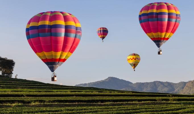 Ballonfahrt mit blauem Himmel Rosbach