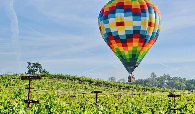 Ballonfahrt mit blauem Himmel in Rendsburg