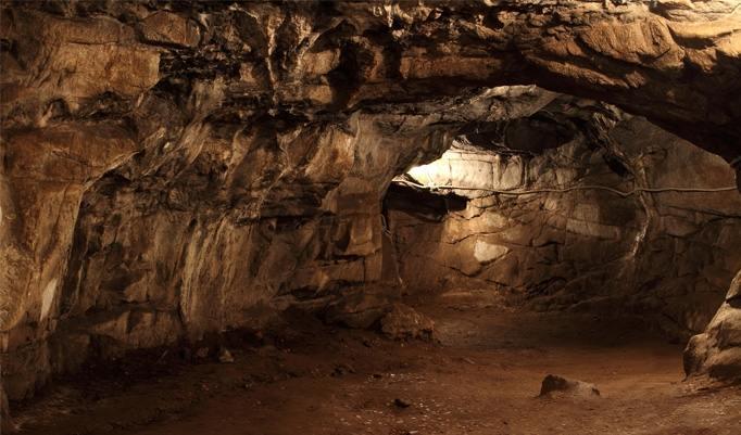 Tropfsteinhöhle erkunden