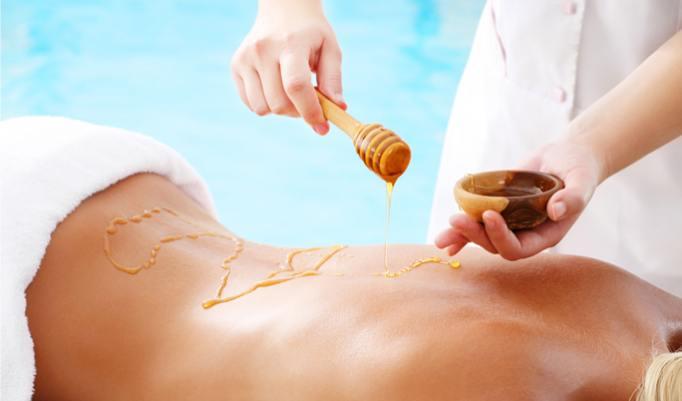 verjüngende Massage mit Honig