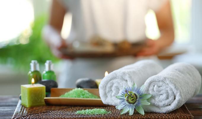 hautpflegende Kerzenöl-Massage