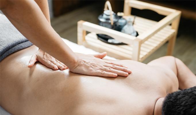 erholende Massage mit Kerzen