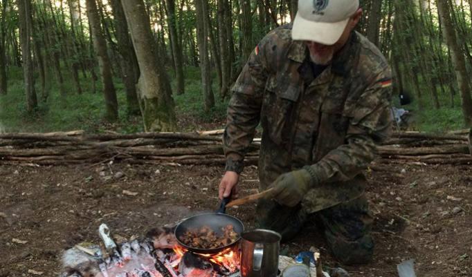 Kochen im Freien am Survial Day