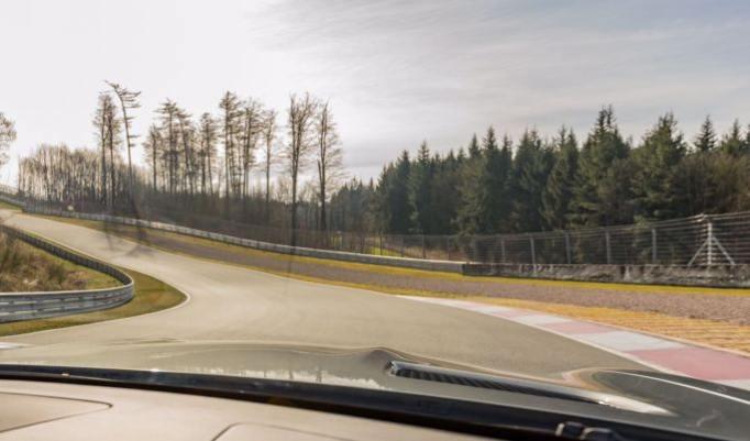 Mercedes Renntaxi auf Rennstrecke