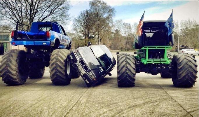 Monstertruck quetschen Autos