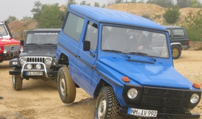 Blauer Jeep