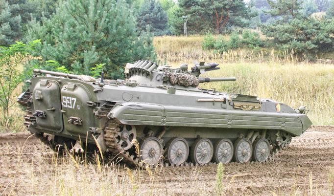 Panzer fahren OT-90 in Mahlwinkel
