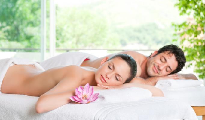 Erholung auf der Massagebank und Massagestuhl