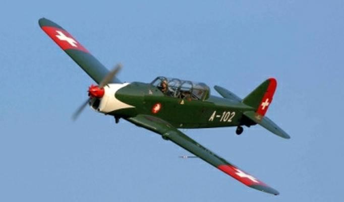 Jagdflugzeug fliegen