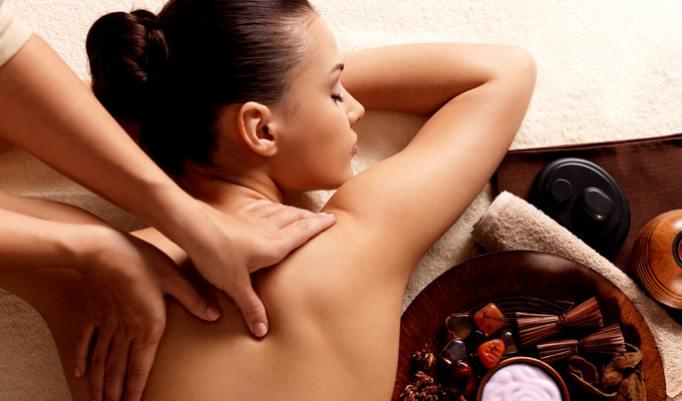 Auszeit bei einer Aroma Öl Massage