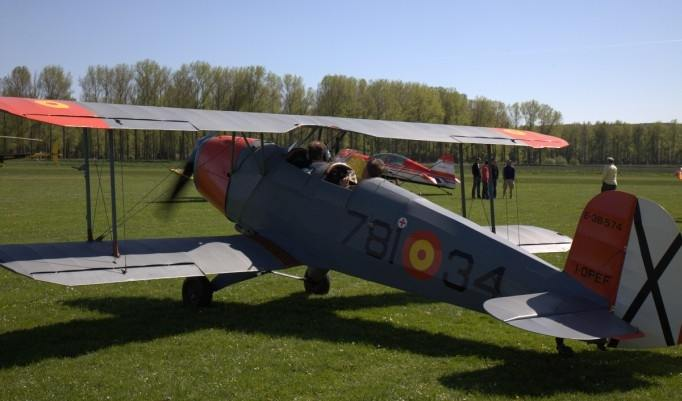 Startendes Bücker Jungmann Flugzeug