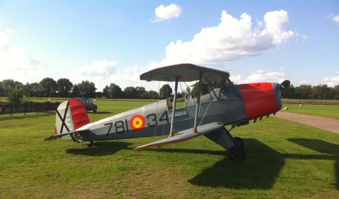 Bücker Jungmann Flugzeug am Boden