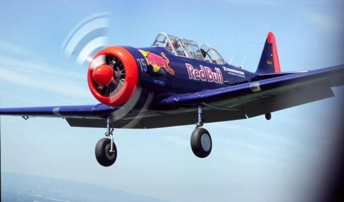 T6 Flugzeug fliegen