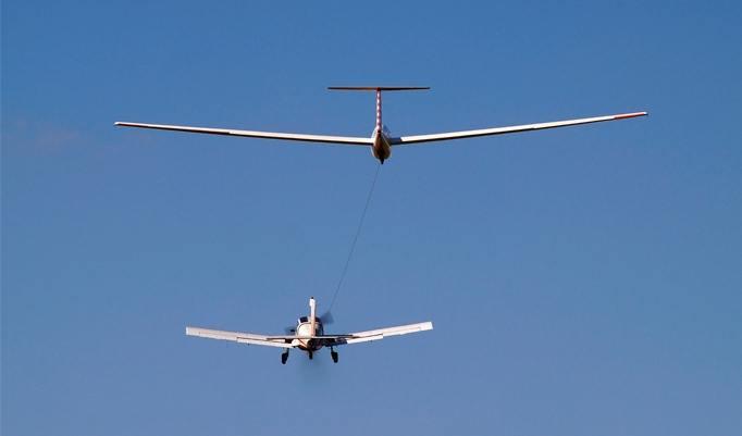 Segelflugzeug bei traumhaftem Wetter