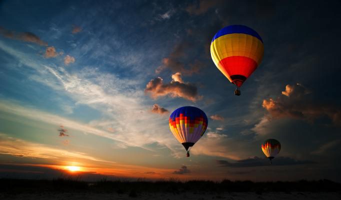 Aufsteigende Heißluftballons in Zetel