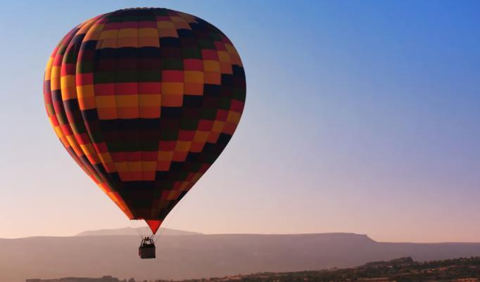 Aufsteigende Heißluftballons in Schwandorf