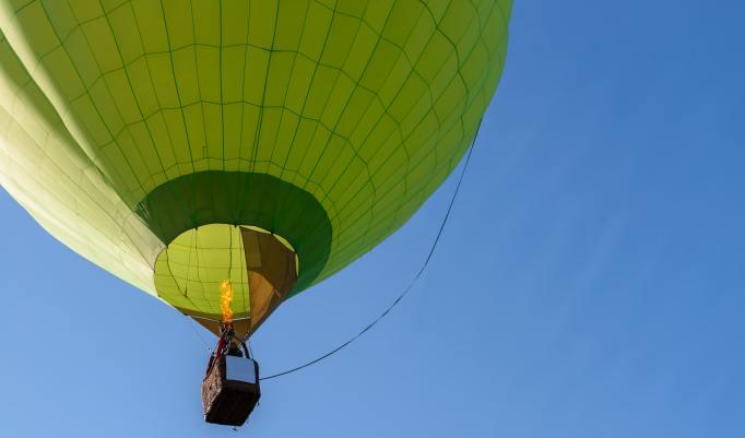 Ballonfahrt mit blauem Himmel in Ribnitz-Dammgarten