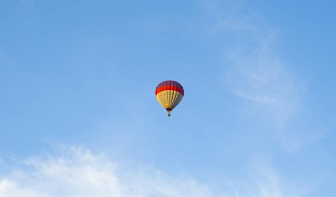 Ballonfahrt mit blauem Himmel Ebern