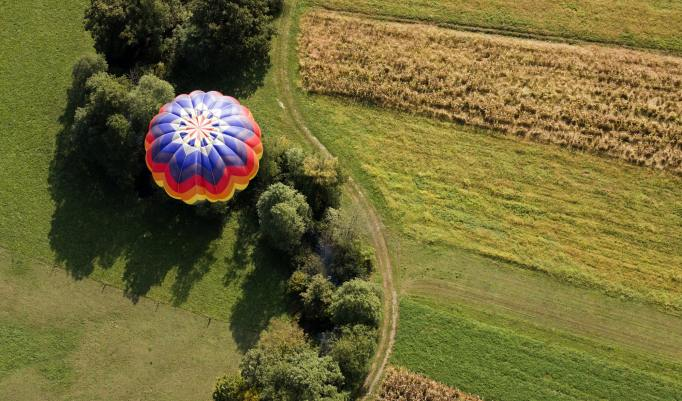 Ballonfahrt mit blauem Himmel in Osterholz-Scharmbeck