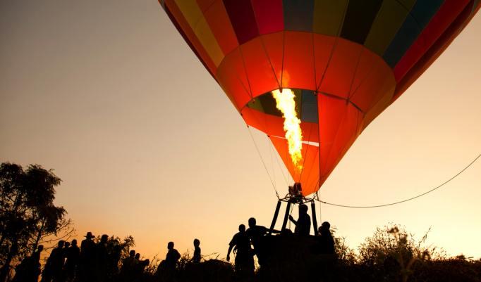 Aufsteigende Heißluftballons in Harburg
