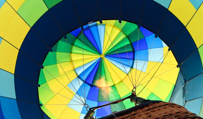 Start eines Heißluftballon in Zetel