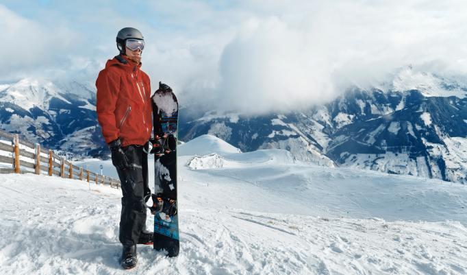 Auf Höhe der Wolken snowboarden